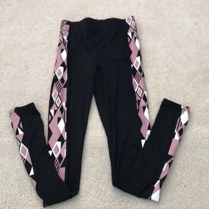 black leggings with pattern